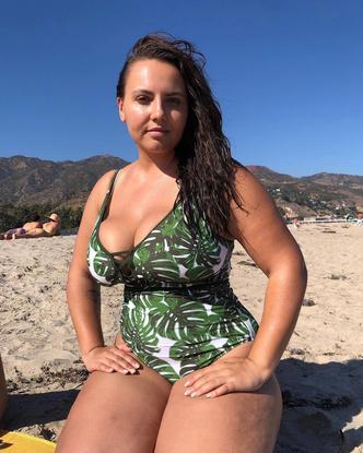 Фото №15 - Секс на пляже: какие купальники носят звезды plus size