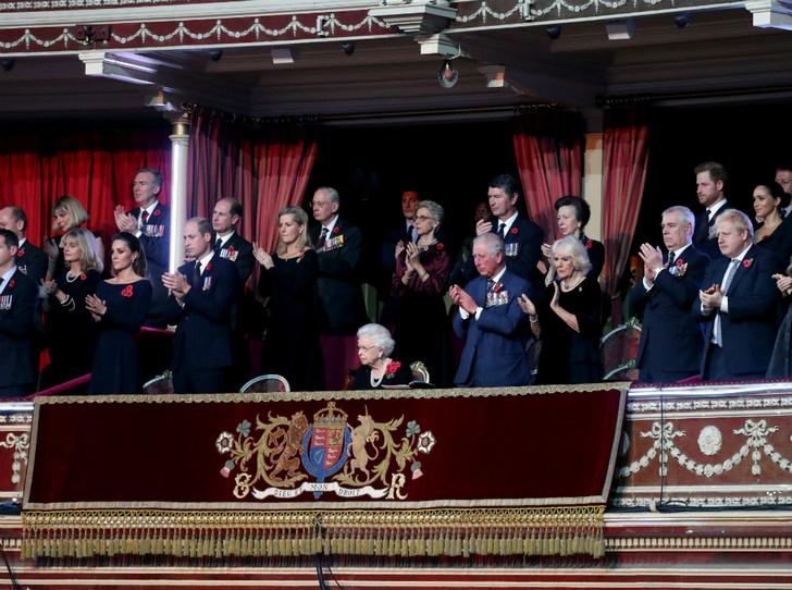 Фото №4 - Снова вместе: Сассекские и Кембриджские «воссоединились» в День памяти
