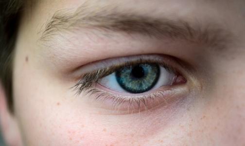 Фото №1 - Минздрав: сигаретный дым опаснее для зрения, чем гаджеты