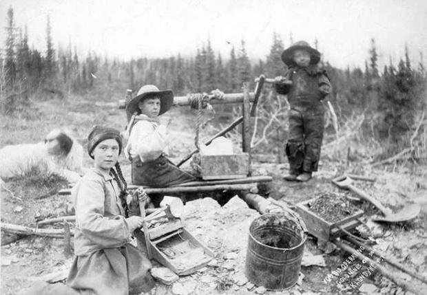 Фото №1 - Грету Тунберг нашли на фото 120-летней давности, и теперь ее считают путешественницей во времени