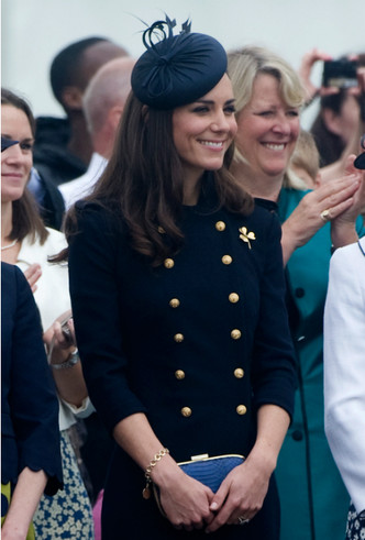 Фото №3 - Королевское вдохновение: Кейт и ее модный реверанс Камилле