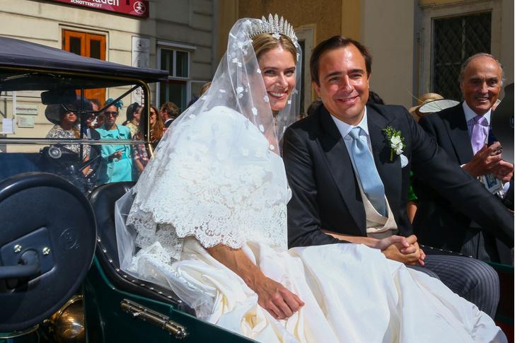 Фото №1 - Платье от Valentino и диадема с позапрошлого века: принцесса Лихтенштейна вышла замуж