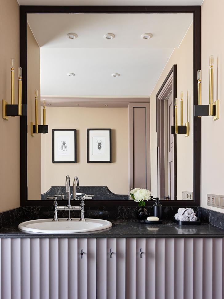 Ванная комната. Бра, Hudson Valley. Сантехника, Villeroy & Boch.