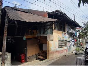 Фото №1 - Сирота из трущоб разбогател и сполна отплатил приемным родителям