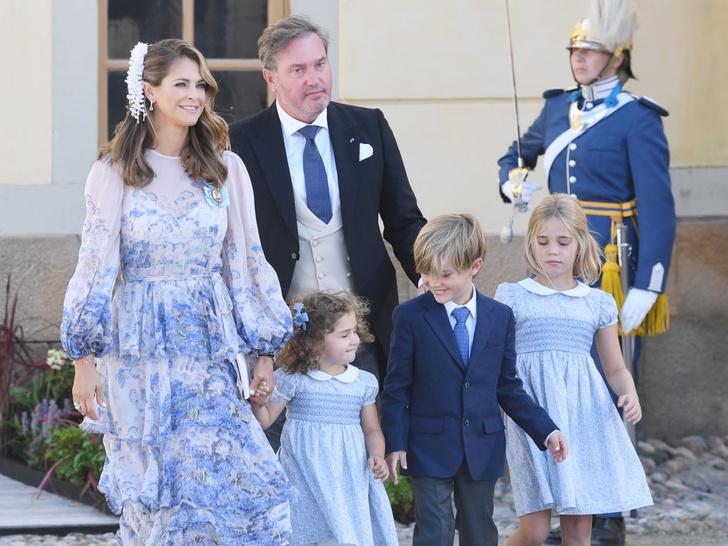 Фото №5 - Необычный образ мамы и много милых фото: самая красивая королевская пара Европы крестила сына