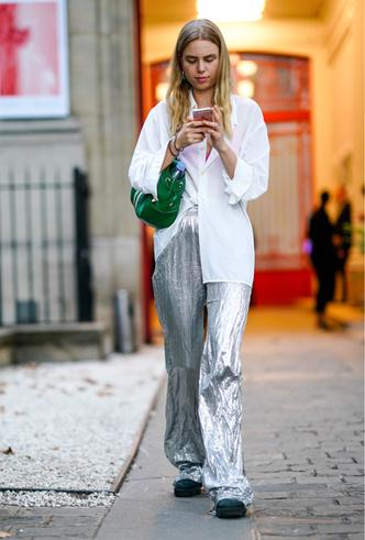 Фото №2 - Стальной блеск: как носить вещи в цвете металлик повседневно