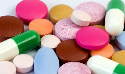 Фото №1 - Почему в Петербурге одним пациентам поликлиник дают лекарства от ковида, а другим - рецепт на них