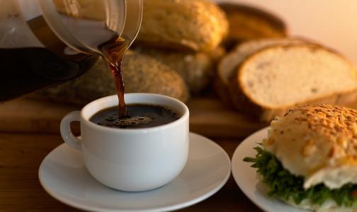 Фото №1 - Сначала бутерброд, потом кофе. Диетолог назвала 5 плохих сочетаний продуктов