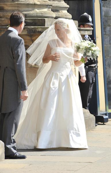 Фото №24 - Самые знаменитые свадебные платья Виндзоров: неудачные, смелые и даже бодипозитивные