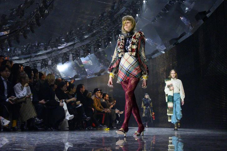 Фото №1 - Маски, кружево и эльфы в коллекции Gucci