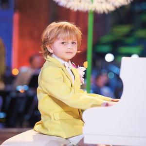 Музыкант Елисей Мысин.