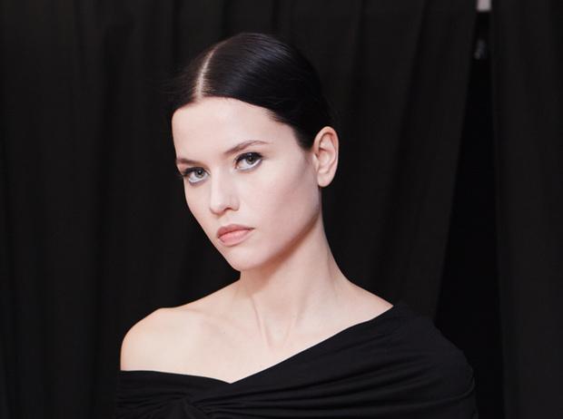 Фото №8 - Как правильно накрасить ресницы: how to от визажистов Givenchy