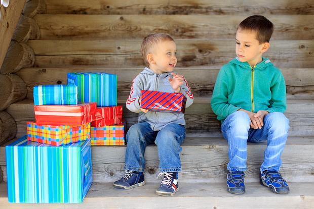 Ребенок завидует другим детям что делать