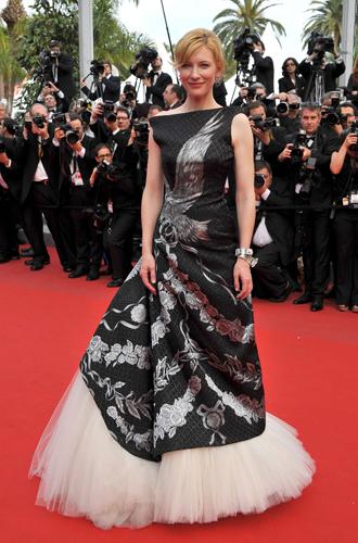 Фото №59 - Войти в историю: 35 культовых платьев Каннского кинофестиваля