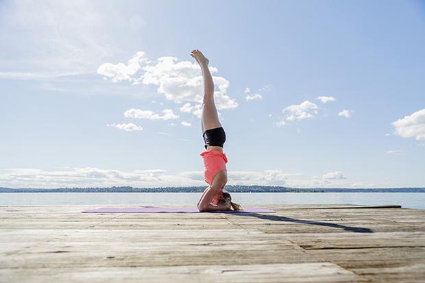 Фото №6 - 12 асан йоги, опасных для здоровья
