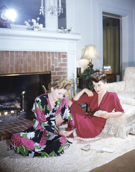 Оливия с сестрой, актрисой Джоан Фонтейн, 1945 год