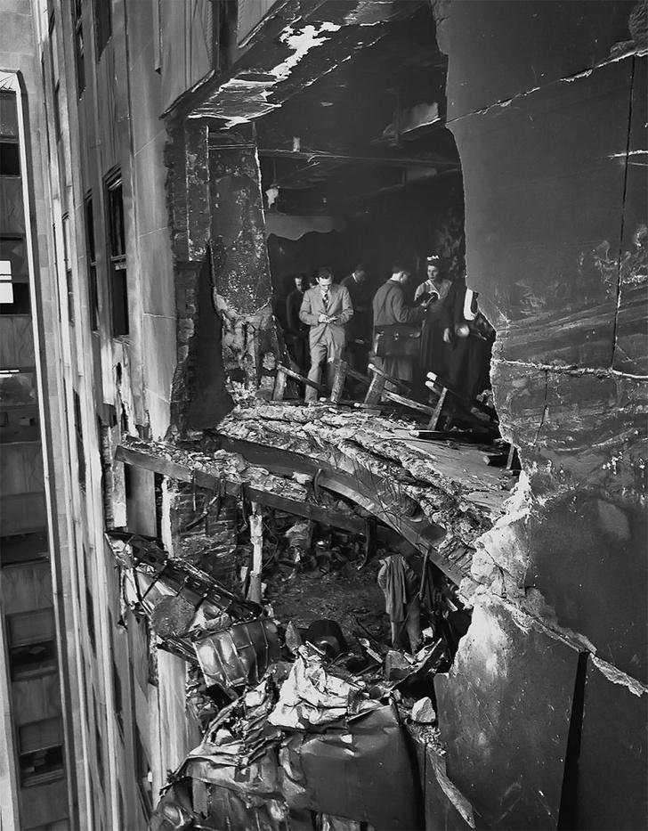 Фото №1 - История одной фотографии: дыра в небоскребе от столкновения с бомбардировщиком, 1945