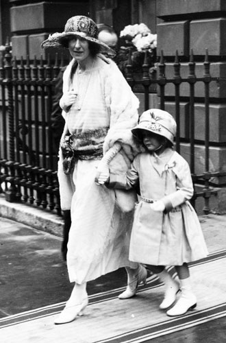Фото №5 - Жизнь, которой не было: как сложилась судьба «исчезнувших» сестер Елизаветы II