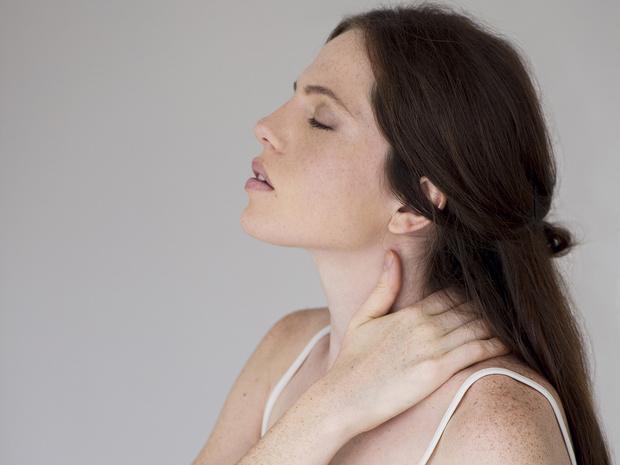 Фото №6 - Советы остеопата: как убрать холку на шее