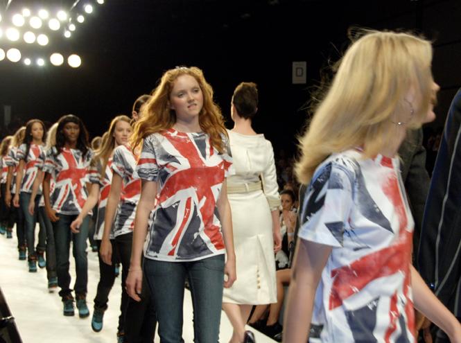 Фото №8 - Fashion for Relief: как Наоми Кэмпбелл сражается за равенство и защищает слабых