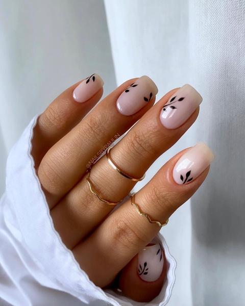 Фото №6 - Молочный маникюр: 8 стильных и нежных идей для коротких ногтей