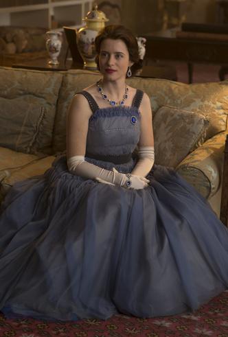 Фото №25 - От свадебных платьев до роскошных мехов: какие образы Виндзоров повторили в сериале «Корона»