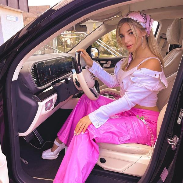 Фото №1 - Образ современной Барби: показывает Аня Покров 🌸