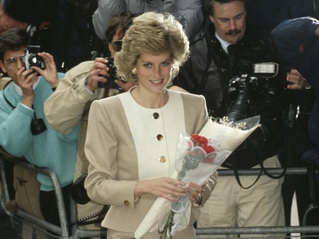 Фото №1 - Хитроумная уловка: как принцесса Диана мешала папарацци сделать ее фото