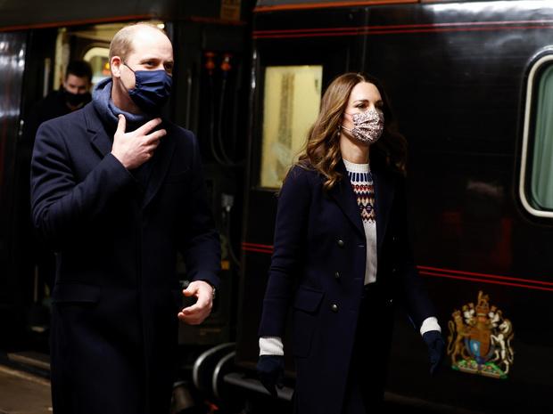 Фото №2 - «Плохое решение»: кто и почему недоволен британским туром Кейт и Уильяма