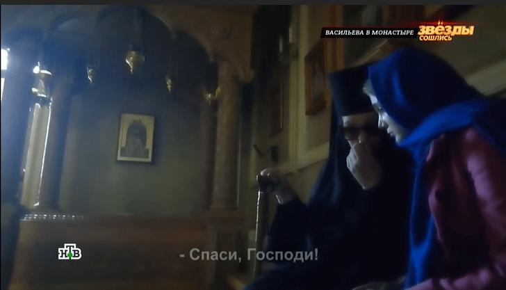 Фото №1 - Шла к черным одеждам полжизни: как сегодня выглядит актриса Васильева, ставшая матушкой Василисой