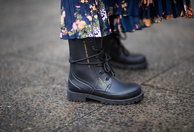 Фото №8 - Как носить резиновые сапоги и выглядеть стильно