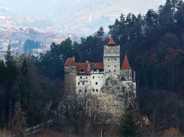 Купить маленький замок в европе дубай дома в аренду