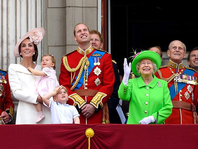 Фото №19 - Любимый дедушка: 25 самых трогательных фото принца Филиппа с внуками