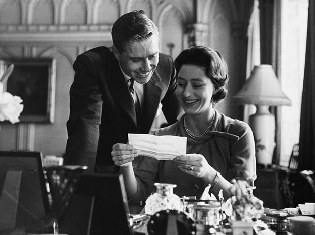 Фото №5 - Было – стало: как изменились официальные помолвочные портреты Виндзоров за 95 лет
