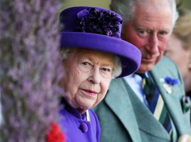 Фото №2 - Почему война Гарри и Меган с таблоидами – последнее, что сейчас нужно королевской семье