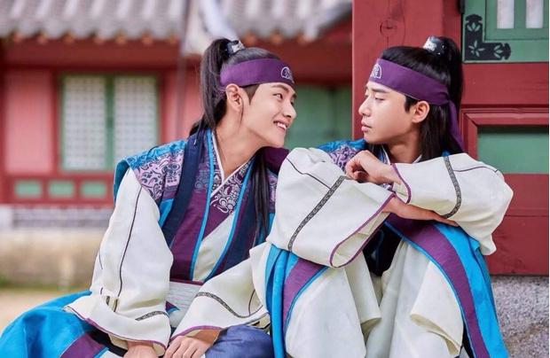 Фото №2 - 10 самых няшных моментов дружбы Пак Со Джуна и Ви из BTS 💕