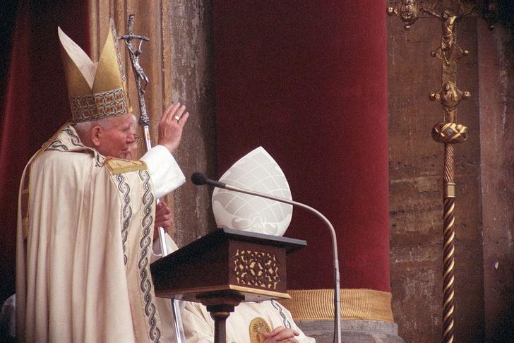 Фото №3 - Культ Божий перед лицом масскульта: отрывок из книги «Иоанн Павел II. Поляк на Святом престоле»