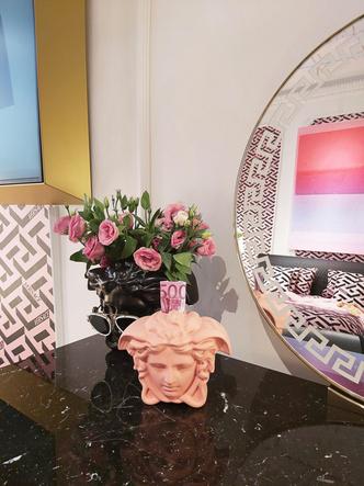 Фото №8 - Новая коллекция Versace Home в Милане