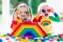 Ребенок засунул в нос мелкий предмет: как это понять и чем помочь