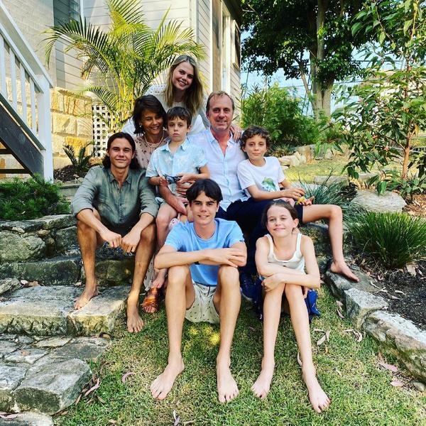 Сестра Николь Кидман с семьей