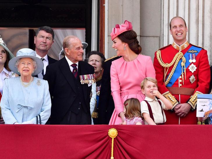 Фото №2 - Супруги Их Величеств: чем будущая роль Кейт отличается от положения Камиллы и принца Филиппа
