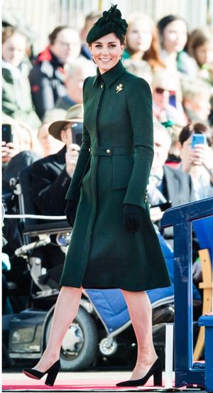 Фото №9 - Все цвета радуги: почему герцогиня Кейт так любит яркие пальто