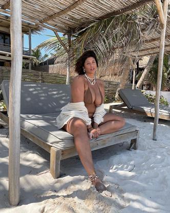Фото №5 - Секс на пляже: какие купальники носят звезды plus size