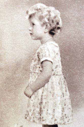 Фото №13 - Ее мини-Величество: феноменальное сходство принцессы Шарлотты с Елизаветой II