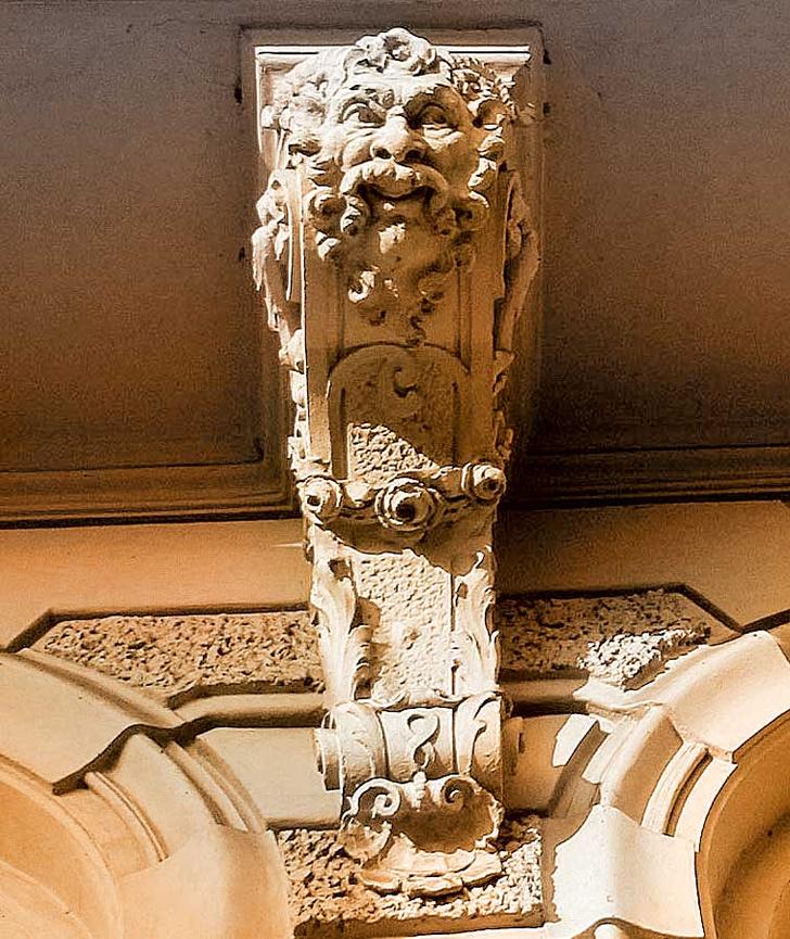 Фото №2 - Лицевая сторона: пражские декоративные рельефы