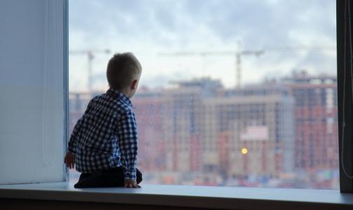 Фото №1 - Детский омбудсмен Петербурга: Преградите малышам доступ к окнам