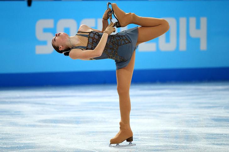 Фото №1 - Фигуристка-чемпионка Аделина Сотникова показывает идеальную растяжку (фото)