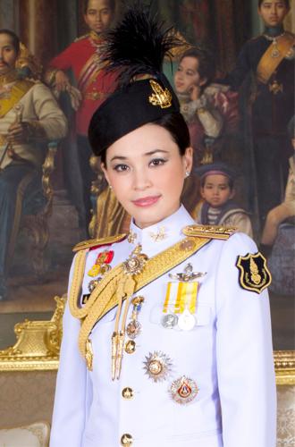 Фото №8 - Представлены официальные снимки королевы Таиланда