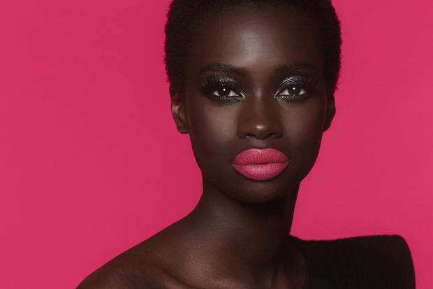 Фото №1 - Из матового в блестящий: блески для губ, которые меняют эффект при поцелуе