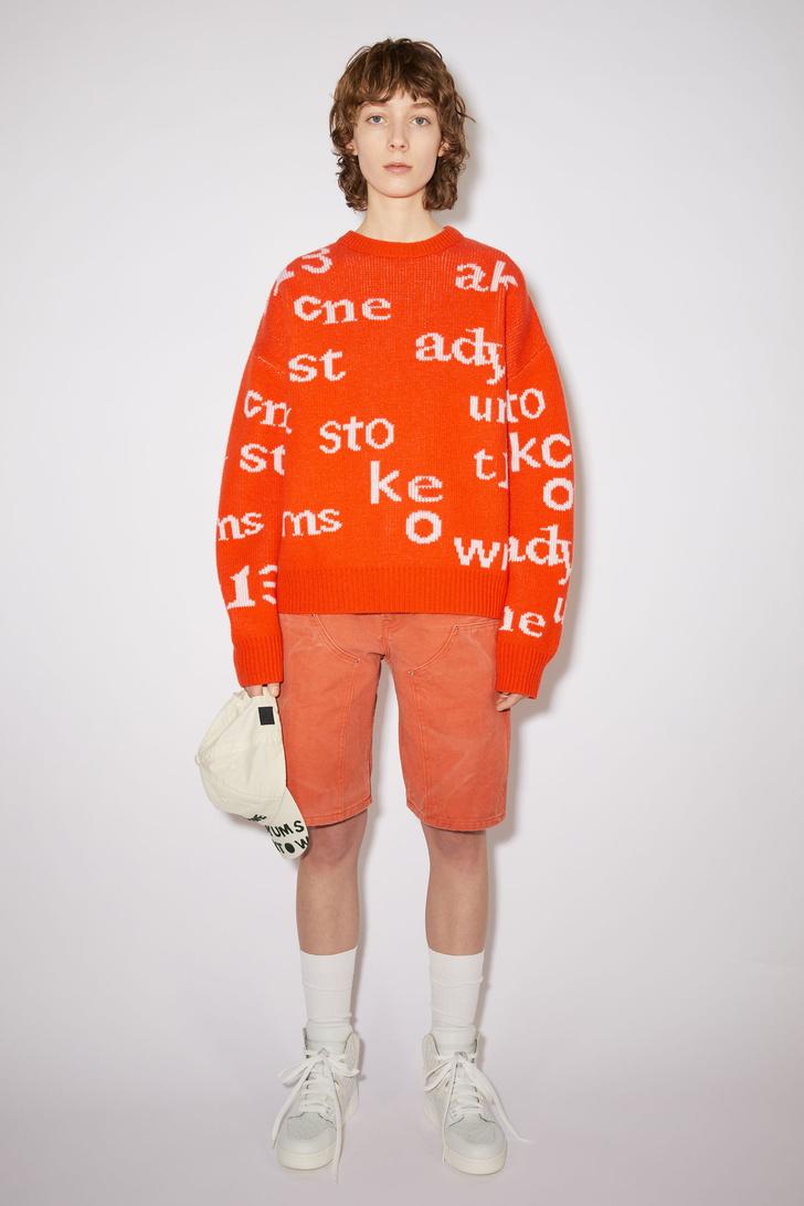 Фото №11 - 12 ярких свитеров, которые сделают вашу осень уютной